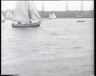 BB-0481 Zeilwedstrijden op de Maas met Katendrecht op de achtergrond.. Speelduur: 1 min. 14 sec.
