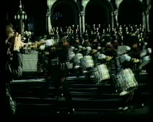 BB-0629 Prins Bernhard neemt op de Coolsingel een defilé af; in het Stadhuis onthult hij in aanwezigheid van ...