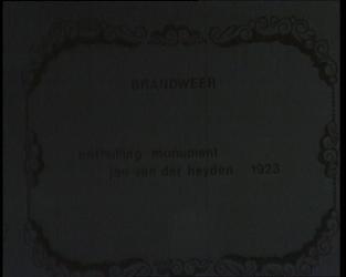 BB-0668 Onthulling huldeblijk Jan van der Heijden; brandweerkorps vertrekt in optocht van het Grote Kerkplein; op de ...