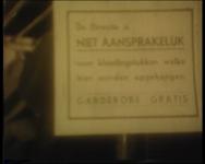 BB-0819 Reclamefilm voor hoedenfabrikant J.S. Meuwsen. In een café neemt een man een verkeerde hoed mee: protest bij ...