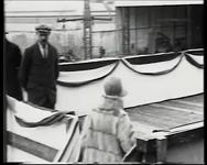 BB-0957-6 Koningin Wilhelmina bezoekt de werf Fijenoord.