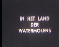 BB-1047 Over een tocht met de Lekboot met vertrek uit Rotterdam, de stad is nog kaal na het bombardement. Passagiers op ...