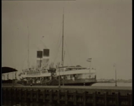 BB-1062 Vooroorlogse beelden van het vertrek van de Prinses Juliana uit Vlissingen, een veerboot naar Breskens passeert ...