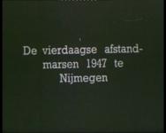 BB-1082 Reportage over de wandelvereniging van de R.E.T., men vertrekt per bus naar de Vierdaagse in Nijmegen. Vertrek, ...