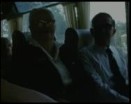 BB-1656 Bejaardenreisje naar Amersfoort, veel beelden in de bus en in- uitstappen. Grote stoet bussen wordt uitgeleide ...