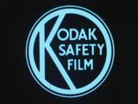 BB-3313 Een amateurfilm en koopfilm op Kodak Safety Film. In het eerste deel worden we op het besneeuwde Land van ...