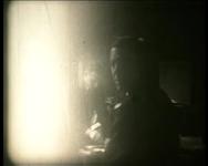 BB-3630 Diverse mensen op kantoor worden gefilmd tijdens hun werkzaamheden. Beelden vanuit het raam van Plan C op het ...