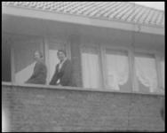 BB-7574 Belevenissen van de familie Hartogs. De woning in Hillegersberg met T-Ford. Neven en nichten bij elkaar. Op de ...