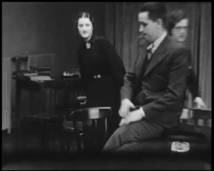 BB-7575 Vrolijke zwart-wit beelden van kantoor en confectieatelier Hartogs. Een act voor vier heren en twee dames. Een ...