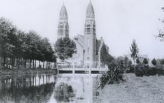 1968-2618 De Boezem naar de Koninginnekerk, uit het zuiden.