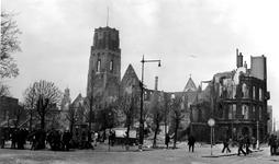 1979-1238 Gezicht op de door het Duitse bombardement van 14 mei 1940 getroffen Grotemarkt, als gevolg van het ...