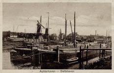 PBK-10 Gezicht op de Middenkous met molen De Distilleerketel op het Middenhoofd. Uit westelijke richting, vanaf de ...