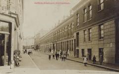 PBK-100 Aelbrechtstraat, bij de Van der Hilststraat, gezien uit het noorden. Op de achtergrond de Nieuwe Binnenweg.
