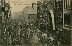 PBK-10316 Bezoek van koningin Wilhelmina met koningin-moeder Emma aan Rotterdam op 9 juni 1899.De koets passeert de ...