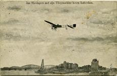 PBK-10332 De Antwerpse luchtvaartpionier Jan Olieslagers vliegt met zijn machine boven de Oudehaven. Links de Nieuwe ...
