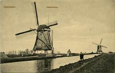 PBK-10334 De watermolen van de polder Laag Zestienhoven en op de achtergrond de watermolen van de polder Oudendijk ...