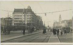 PBK-10654 Coolsingel, bij de Van Oldenbarneveltstraat. Op de achtergrond het postkantoor en het stadhuis.