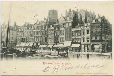 PBK-10835 Het Steiger tussen de Wijde Marktsteeg en de Moriaanstraat. Op de achtergrond de toren van de Grote of ...