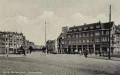 PBK-1093 Het Burgemeester Meineszplein en de Burgemeester Meineszlaan links, uit het noordwesten gezien.