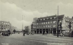 PBK-1096 Burgemeester Meineszplein met links de Burgemeester Meineszlaan, vanuit het noordwesten. Rechts de Van ...