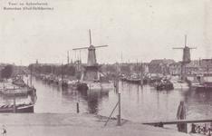 PBK-14 Middenkous vanuit het zuiden gezien. Links de Voorhaven en rechts de Achterhaven en de molens De Distilleerketel ...