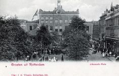 PBK-143 Gezicht op het Van Alkemadeplein met op de achtergrond het H.B.S.-schoolgebouw, uit het noorden.
