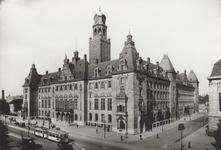 PBK-1561 Coolsingel met het stadhuis uit het zuidwesten Rechts de Stadhuisstraat en een gedeelte van het postkantoor.