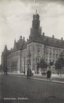 PBK-1579 Gezicht op het stadhuis aan de Coolsingel, uit het zuidwesten. Rechts de Stadhuisstraat.