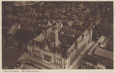 PBK-1581 Overzicht van het stadhuis aan de Coolsingel, uit het westen.