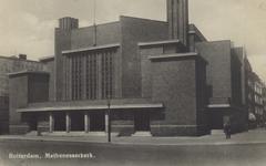 PBK-1663 De Mathenesserkerk op de hoek aan de Allard Piersonstraat met rechts de Van Cittersstraat, uit het zuidwesten ...
