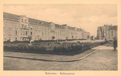PBK-178 Overzicht van de Bellamystraat, die van de Van Lennepstraat naar het P.C. Hooftplein loopt. De huizen rechts ...