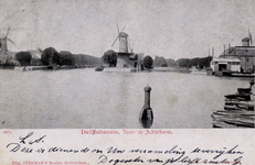 PBK-18 Midenkous uit het zuiden. Op de achtergrond de Voor- en Achterhaven en de molens De Distilleerketel en De ...