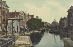 PBK-1817 De Delftsevaart, gezien uit het noordwesten. Links de brug over het Stokvisverlaat. Rechts het Haagseveer.