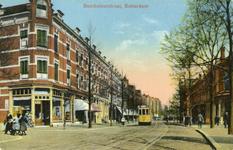 PBK-182 Benthuizerstraat gezien uit het zuiden. Links op de voorgrond het hoekpand aan de Schommelstraat, rechts het ...