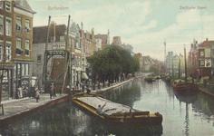PBK-1820 De Delftsevaart uit het noordwesten gezien. Links de ophaalbrug over het Stokvisverlaat. Rechts het Haagseveer.