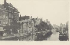 PBK-1825 De Delftsevaart gezien uit het noorden, links de ophaalbrug over het Stokvisverlaat. Rechts het Haagseveer.