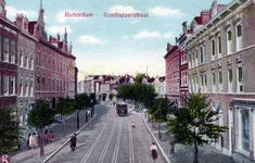 PBK-184 Benthuizerstraat, uit het zuiden gezien. Ter hoogte van de tram is het Pijnackerplein.