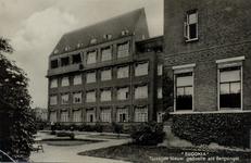 PBK-198 Eudokiaziekenhuis. De tuinzijde van het nieuwe gedeelte aan de Bergsingel.