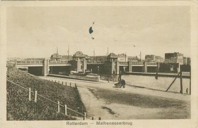 PBK-1983-1104 Gezicht op de Mathenesserbrug, uit het zuiden, vanaf de Mathenesserdijk.