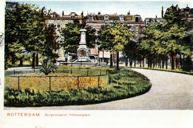 PBK-1983-1179 Gezicht op het Burgemeester Hoffmanplein.