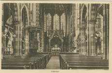 PBK-1983-1220 Het interieur van de rooms-katholieke kerk van de Allerheiligste Verlosser aan de Goudse Rijweg, naar het ...