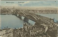 PBK-1983-1226 De Willemsbrug en de spoorbrug over de Nieuwe Maas, vanuit het noordoosten. Op de voorgrond huizen aan ...