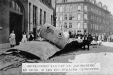 PBK-1983-1256 De stoomketel van het rijnschip Gutenberg ligt op de Maaskade.