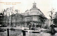 PBK-1983-1384 Museum voor Land en Volkenkunde, tegenwoordig het Wereldmuseum en het Maritiem Museum op de hoek van de ...