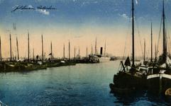 PBK-1983-1430 Overzicht van de Sint-Jobshaven met aangemeerde schepen.