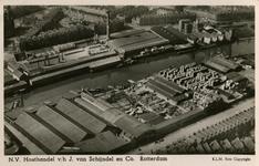 PBK-1983-1442 Luchtopname van N.V. Houthandel v/h J. van Schijndel en Co. aan de Nassauhaven en omgeving.
