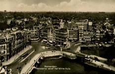 PBK-1983-1547 Uitzicht vanaf het Witte Huis. Links de Oudehavenkade met Plan C, op de voorgrond de Oudehaven en rechts ...