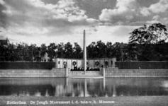 PBK-1983-1552 Het monument van G.J. de Jongh in de tuin van Museum Boijmans Van Beuningen aan het Museumpark, gezien ...