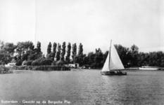 PBK-1983-1554 Een zeilboot op de Bergse Achterplas.