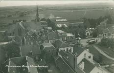 PBK-1983-1555 Gezicht op het dorp IJsselmonde, met op de voorgrond het post en telegraafkantoor aan de Doropsstraat en ...